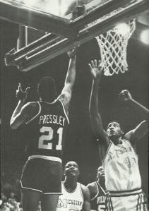 Harold-Pressley-defends-against-Roy-Tarpley