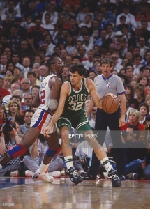 AUBURN HILLS, MI - 1987: Kevin McHale #32 of the Boston Celtics dribbles against The Detroit Pistons circa 1987 at the Palace in Auburn Hills, Michigan. (Photo by Focus on Sport/Getty Images) *** Local Caption *** Kevin McHale